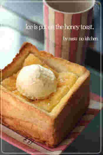 1斤を半分にして、枠→縦横の順にくり抜いて中身を詰め直して、カフェで出てくるようなハニートーストに。アイスを乗せれば立派なデザートです。