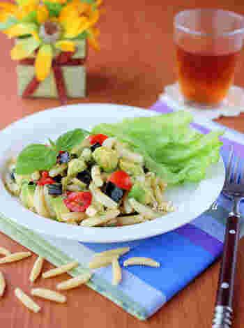 パスタサラダは女子会のランチメニューとしてもおすすめですし、ホームパーティーなどで小皿に入れて少しずつ出すのもオシャレですよね。