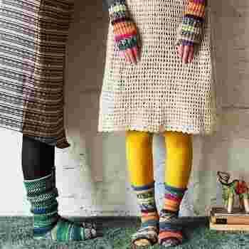 約100gの毛糸1玉と、できあがり見本写真がついた作り方説明書が毎月1回、6種類の中から、1種類ずつ届きます。余り糸で作る小物もオシャレで、毎月のお届け日を心待ちしそう。