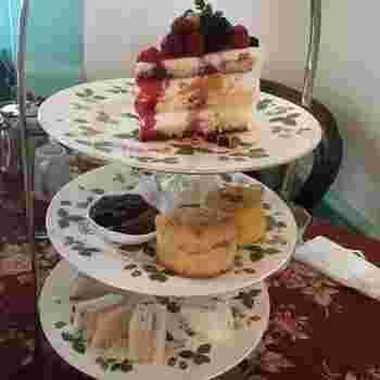 北浜レトロといえば紅茶がとても有名ですが、ドリンクと一緒にケーキ、スコーン、サンドイッチなどもいただくことができます。