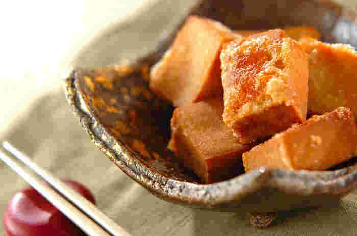 水で戻した高野豆腐に生姜醤油で下味をつけて揚げたら、まるで鶏のから揚げのよう。弾力のある食感もお肉に近く、満足感が得られます。すぐに味がしみるので漬ける時間も短く、忙しい日のメニューにもおすすめ。