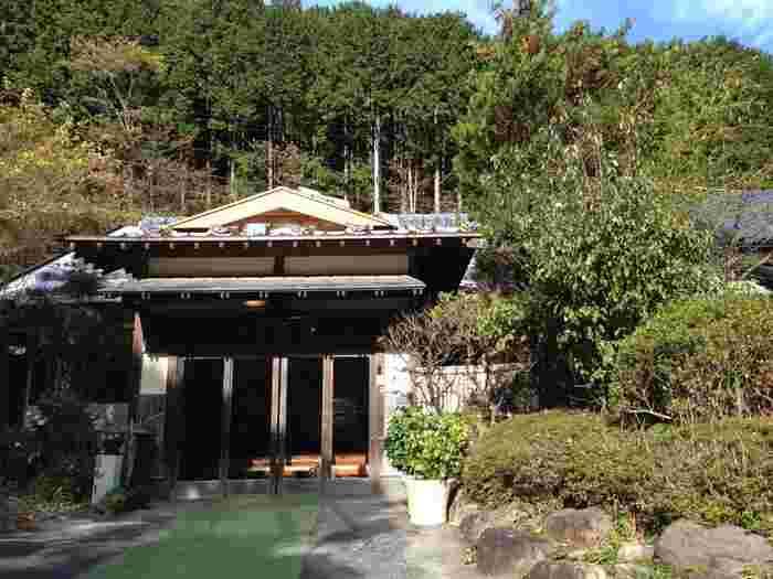 """飲泉もできる奥下田にある観音温泉。広い施設内にはいくつか源泉があり日帰り温泉は第三号源泉""""プリンシブル""""を堪能できます。"""