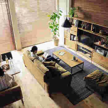ソファを置くデメリットのひとつが、空間が狭くなること。大きな家具なので、部屋に置くと日常の動線をふさいでしまうこともあります。
