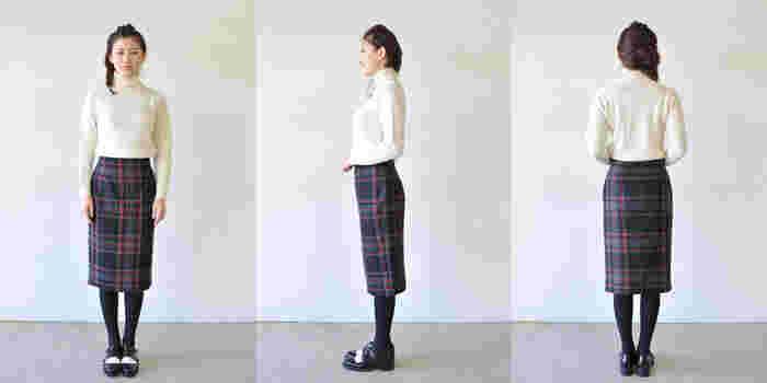 ペンシルスカート。トレンドのハイウエストデザインで、腰周りから太もものサイドラインがすっきりと見えます。バックスリット入りなので、動きやすさも◎