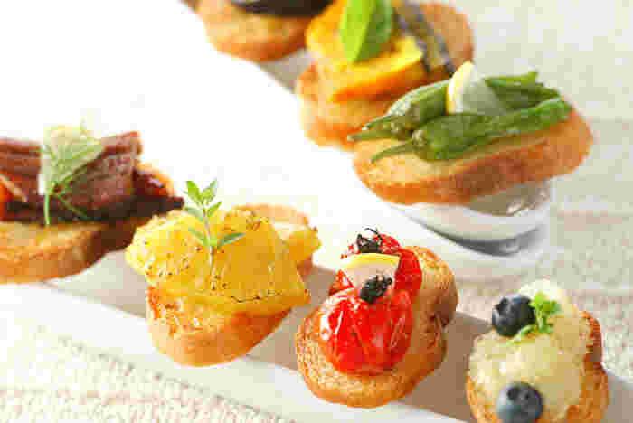 すこしずついろいろなお野菜を使うと、とても豪華で華やぐ前菜になります。レモンやハーブを飾ってあげると、見栄えがさらに良くなりますね。