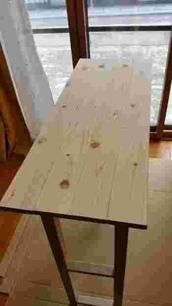 脚も含めたカウンターテーブルDIY費用の目安。  完成サイズ:W911×D348×H910(mm) 1×4材 4本 2×2材 4本 1×2材 5本 スリムビス適宜 スリムビス3.3φ×50mm60本 天板固定用木ねじ適宜  制作費用約2,300円