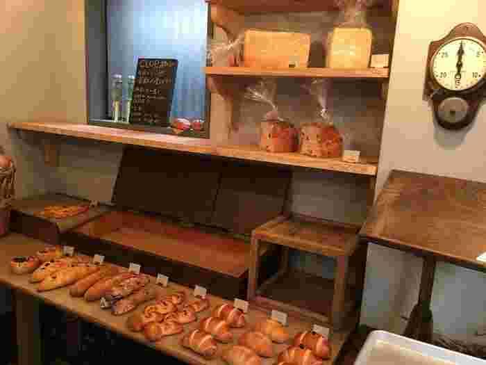 清澄白河でおいしいパンをいただきたいなら、「クロップ」へ。15時ごろにはもうパンが少なくなってしまうほど、地元で愛されているパン屋さんです。ぜひお昼や午前を狙って行ってみて。