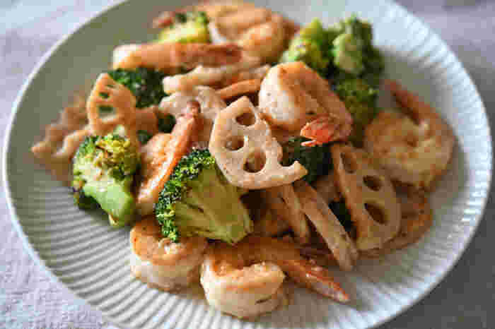 揚げないで作るので、通常のエビマヨよりヘルシーです。 野菜もしっかり取れるので、一皿でしっかり栄養がとれますよ。