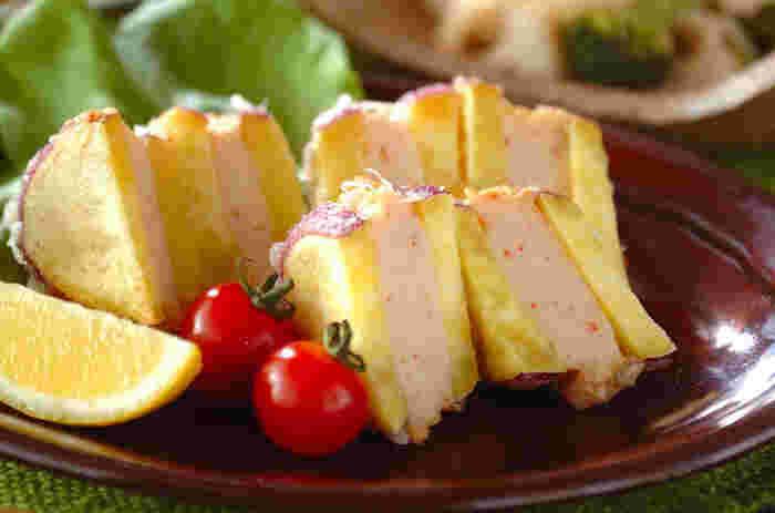 エビとイカのすり身をサツマイモではさんだ変わり天ぷら。ご飯が進みます♪お弁当にもOK。