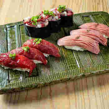 「肉寿司」のお寿司は一見するとマグロやトロのようですが、よく見るとお肉!とろけるようなお肉が頂けますよ。