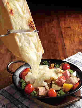 A5ランクの佐賀牛やラクレットチーズなど、ちょっぴり変わったブッフェメニューを味わえます。