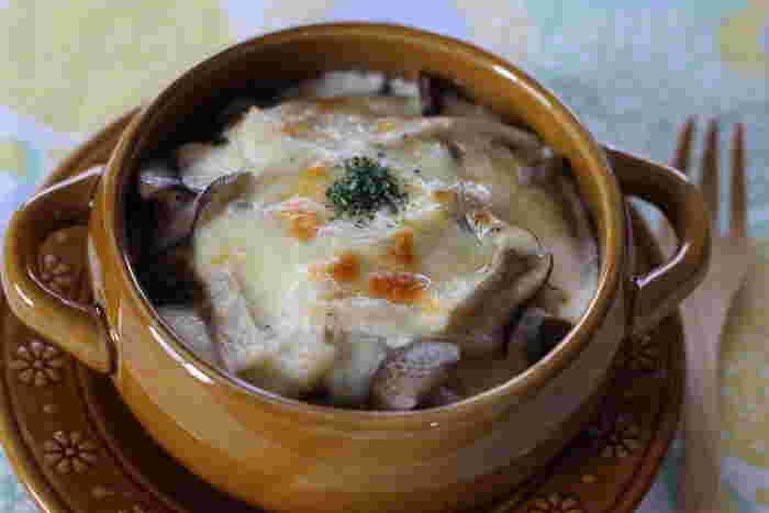 なめらかな絹ごし豆腐は、ソース状にするのも◎ ホワイトソースの代わりにお豆腐を使ってつくる、ヘルシーなグラタン。お豆腐がなめらかになるまで、きちんと混ぜるもしくはミキサーにかけてくださいね。