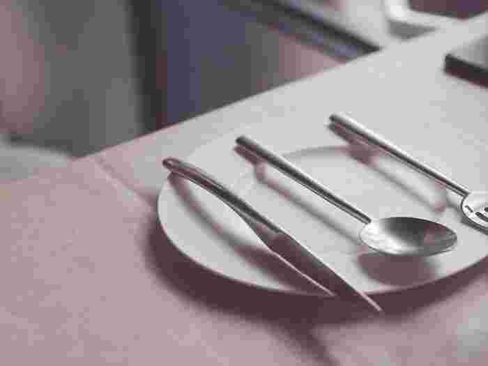 食事の際に登場する食器やカトラリー、ディスプレイとして飾っているお気に入りの器などを、普段から頻繁にみがき上げるというのはなかなか難しいもの。