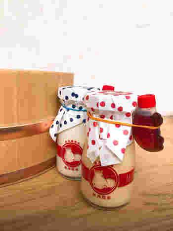 カバのロゴマークとドット柄がキュートな「熱海プリン」は、1番人気!とろとろなめらかな口当たりが特徴で、手作りのカラメルシロップのコクと苦味もたまりません。