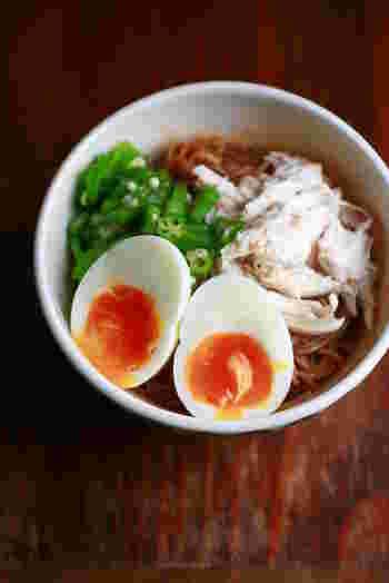 """韓国の辛い冷麺、""""ピビン麺""""。こちらはピリ辛の麺が食べたいときにすぐできる「たれ」のレシピ。冷麺だけでなくそうめんでもOK◎"""