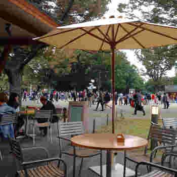 テラス席も多く、気持ちの良い風に吹かれながらカフェタイムを楽しむこともできます。