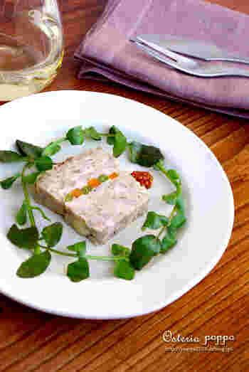 前菜としてもぴったりなパテも洋風おせちにぴったりです。れんこんと玉ねぎの食感がよく、にんじんといんげんの彩りがおせち料理に花を添えてくれますね。