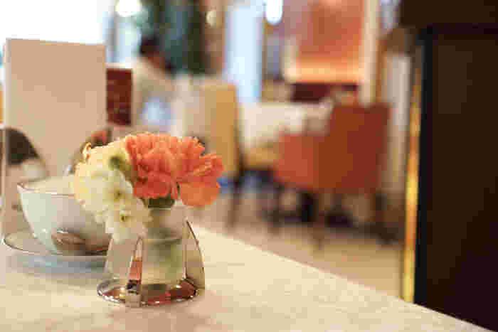 パフェと言えば、思い浮かぶお店の一つが「資生堂パーラー」のカフェではないでしょうか。銀座のアイコンとして長年愛されるお店では、ちょっと特別な気分に浸りながらパフェをいただくことができます。