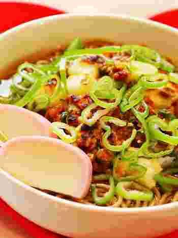 納豆好きさんにおすすめなのが、こちらのレシピ。長芋も入っているのでネバネバ感が強く、つるつると入ります。かき揚げがボリュームを出してくれるので、しっかり満足感も得られるでしょう。