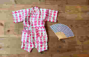 2歳くらいまでの小さな子ども用の甚兵衛なら、手ぬぐい3枚で手作りできます。お裁縫が得意な方におすすめですよ。