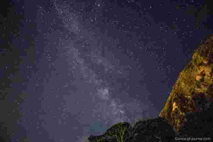 神津島に宿泊したら、絶対見上げてほしいのが星空です。 信じられないくらい広がる星空に、息をのんでしまうことまちがいなしですよ。