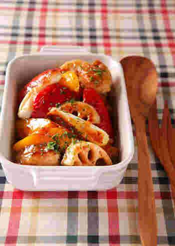マリネというと魚介や野菜を思い浮かべがちですが、お肉のマリネもおすすめ。こちらは、チキンと野菜をガーリックペッパーをきかせたドレッシングに漬け込んだごちそうレシピ。冷蔵庫に残ったドレッシングなどもマリネ液として活用できそうですね。