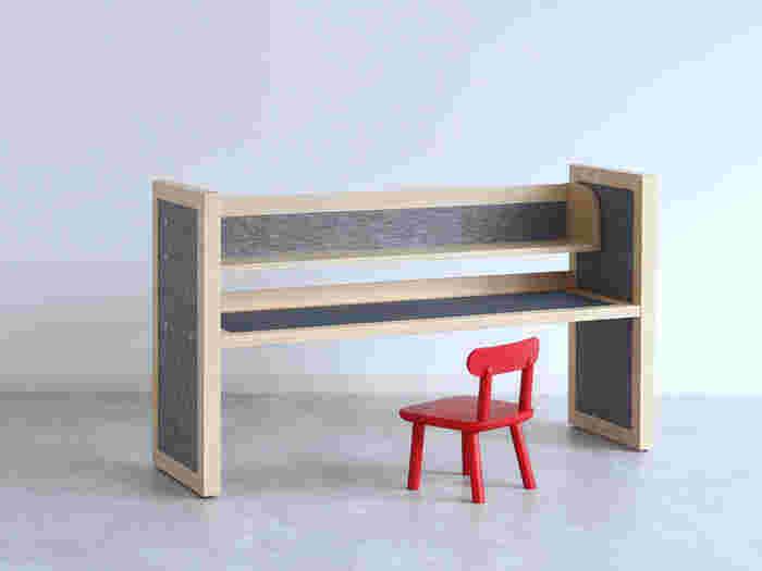 「机」という用途に限らず、「家具」として使えるフレキシブルさは、大きな魅力です。