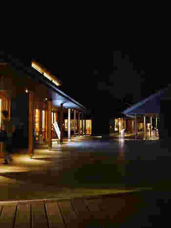 夜も一味違ってとってもいい雰囲気。 大人の空間といった感じです。