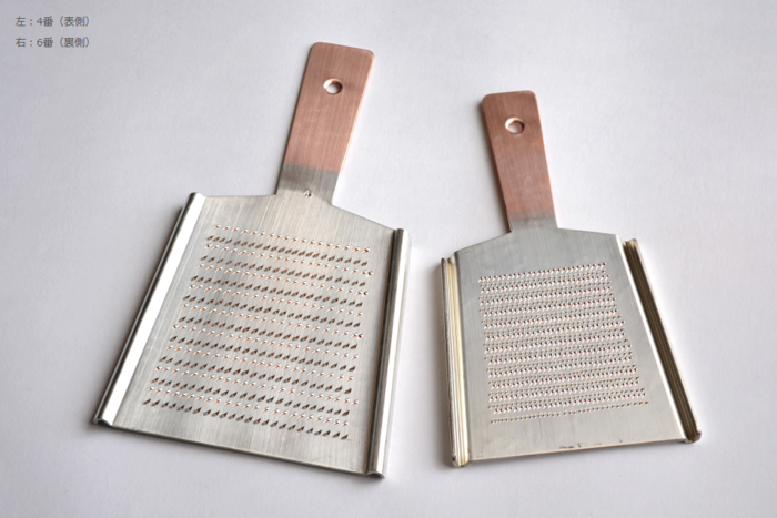 こちらは東京・浅草が起源の「大矢製作所」の銅おろし金です。職人さんの手作業で、ひと目ずつ刃を掘り起こして作られています。大根を潰さず、この細やかな刃で切っておろすので、とってもふわふわのみずみずしい大根おろしができるそう。プロにも愛用されている伝統工芸です。