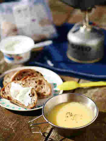 スープのとろみを出しているのは、すりおろした「お餅」。食べごたえがあり腹持ちがいいスープなので、アウトドアごはんにもおすすめ。