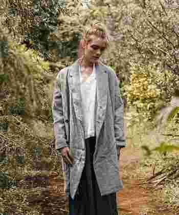 くしゃっとやわらかな風合いのチェスターコート。アンティークな雰囲気で、ナチュラルスタイルにぴったり。