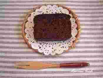 生地のベースをおからで作っているヘルシーなチョコレートケーキ。小麦粉やバターを使っていないのでカロリーも一般的なチョコレートケーキに比べて約半分。1日寝かせればしっとりとした食感を味わえますよ。
