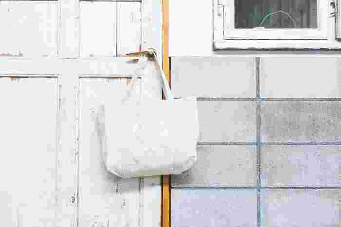 素朴でナチュラル。長く愛せる「生成り色トートバッグ」おすすめブランド9選
