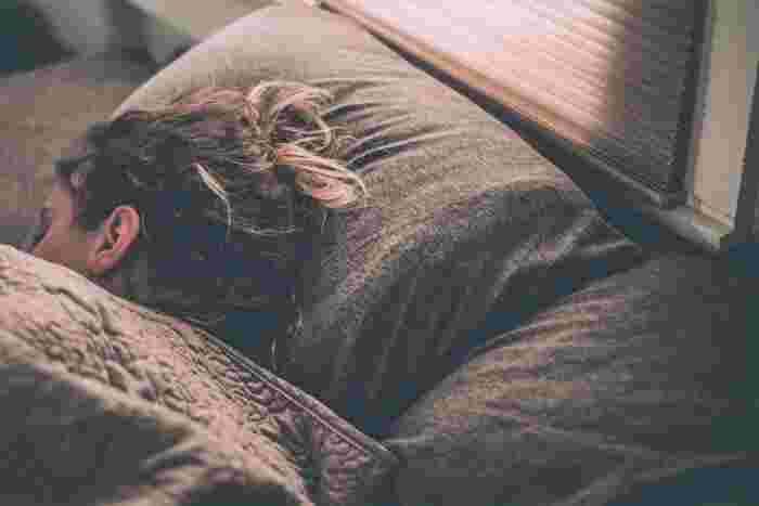眠れない夜に試してみて。すやすや「寝落ち」メソッドで脱・睡眠不足!