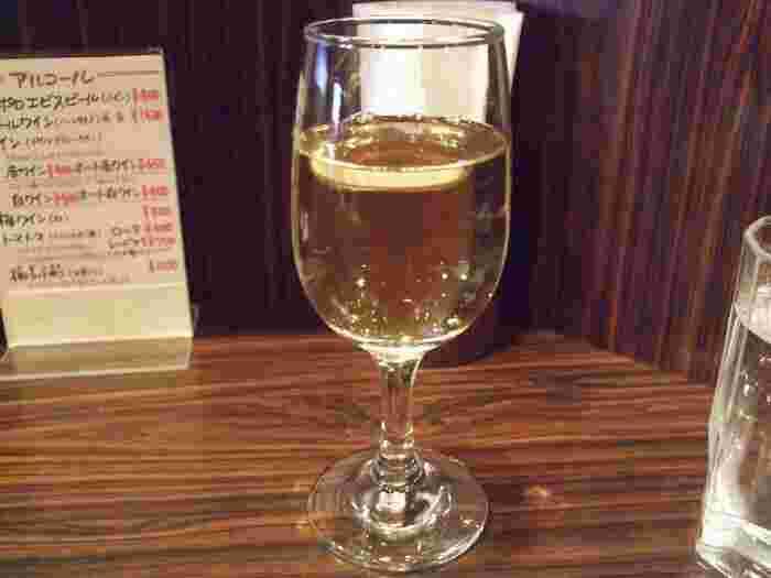 ワインとオムライスの相性バッチリ。甘めであっさりした白ワインを、濃厚チーズオムライスと一緒にいかがでしょうか。一人でおいしいオムライスとお酒をゆっくり。至福の時間を過ごせそうですね。