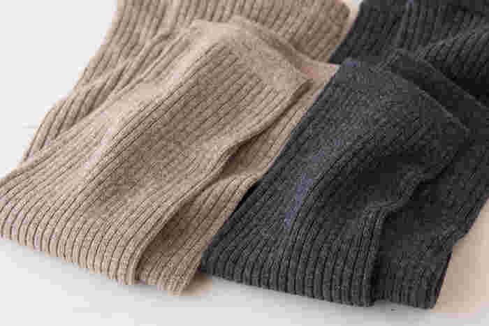 吸湿性に優れ、長時間身に付けていても汗をかいて不快に感じることがないため、気持ちがよいウール100%。極寒の真冬だけではなく、肌寒い秋口から春先まで使えます。