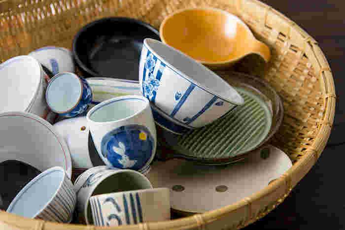 "「AKOMEYA蚤の市」で大人気の企画、「波佐見焼1,000円陶器市」。""波佐見焼(はさみやき)""は約400年もの歴史がある陶磁器で、長崎県で唯一、海に面していない「波佐見町」で作られています。時代に合わせて変化するスタイル、そして丈夫なことから""使いやすい日常の器""として人気です。"