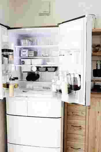 """日々の暮らしに欠かせない""""食品""""を扱う大事な場所だからこそ、近年ますます、冷蔵庫への関心度が高まっているのかもしれません。 そこで今回は、普段はめったに見れない・聞けない、みなさんの""""冷蔵庫事情""""についてご紹介します。 人気ブロガーさんの気になる冷蔵庫の中身をはじめ、おしゃれで機能的な収納術、冷蔵庫の簡単プチリメイク術など。 冷蔵庫にまつわる様々な情報をたっぷりお届けします♪"""