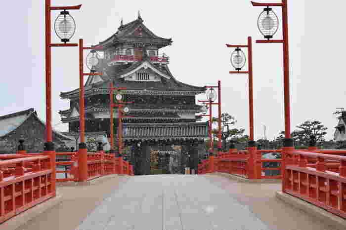 引治元年(1555年)織田信長が入城し、ここから天下取りへの道が始まった重要拠点。現在の天守閣は平成元年(1989年)に再建されたもので、城内は清須の歴史に関する展示・映像などが見られる博物館になっています。