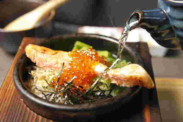 創作レシピのメニューは、魚介やお肉、野菜など種類も豊富♪こだわりの出汁やブランド米を使った贅沢なお茶漬けが楽しめます。
