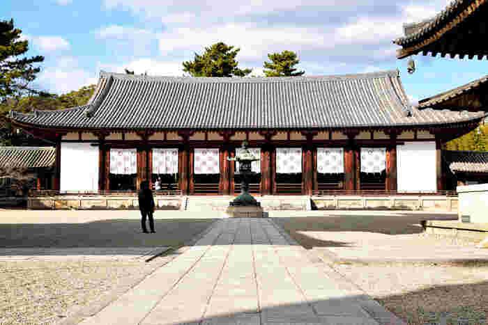日本の始まりの地である奈良。あらゆるところに、国宝建造物があり、その数は日本最多です。昔の人の知恵や技術をその目で確かめられる古都奈良は、大人になればなるほど味わうことの出来る魅力が満載です。