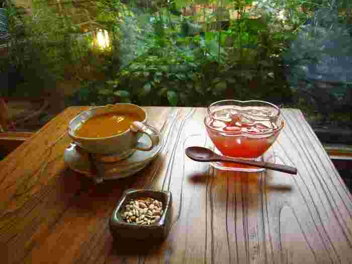 韓国・ソウルにあるレトロな古民家カフェをご紹介してきましたが、いかがでしたか?賑やかで華やかなソウルのイメージが、少し変わったという方も多いのではないでしょうか。また伝統茶や伝統菓子、韓定食といった韓国ならではのメニューが揃っているのも魅力です。ソウルを訪れる際は、ぜひお好みの古民家カフェでゆったりとした時間を過ごしてみてくださいね。
