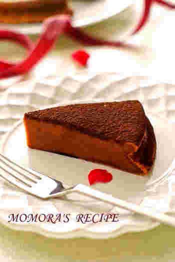 ホットケーキミックスで作る濃厚ガトーショコラはいかがでしょう!なんとこのケーキ、豆腐を使用しているんですが、さらにバター、生クリームも不使用なんです。しっとり濃厚な口当たりは、リピートしたくなること間違いなしです!