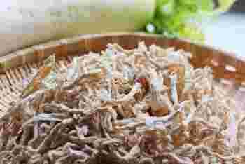 滋味深い切り干し大根も、常備菜におすすめの食材。時間が経つと変色したり湿気を吸いやすいので、できれば1袋を一度に使い切ったほうが良いですね。和風の煮物以外にもおいしい食べ方を試してみませんか?