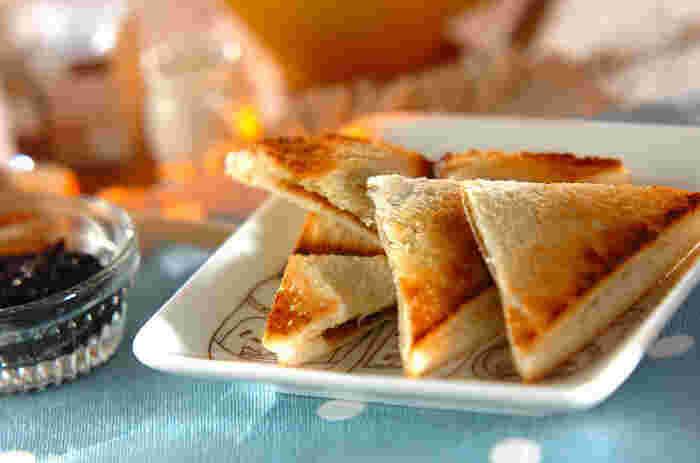 トーストにバターと海苔という組み合わせが喫茶店らしいですよね!海苔の佃煮がこんなにパンに合うなんてびっくりです!