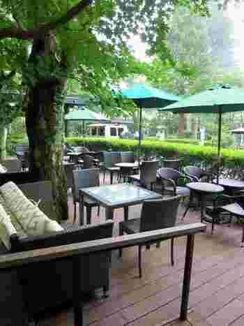 ジョン・レノンも万平ホテルを愛した一人。このカフェテラスもお気に入りだったそう。