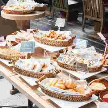 20種類以上ものパンが用意されるパンビュッフェがあるランチタイムにカジュアルフレンチ・チェルシーを訪れてみるのもオススメです。