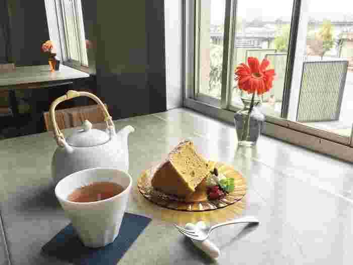 ランチ利用にはもちろん、カフェ利用にも◎。玄米茶のシフォンケーキも格別です。