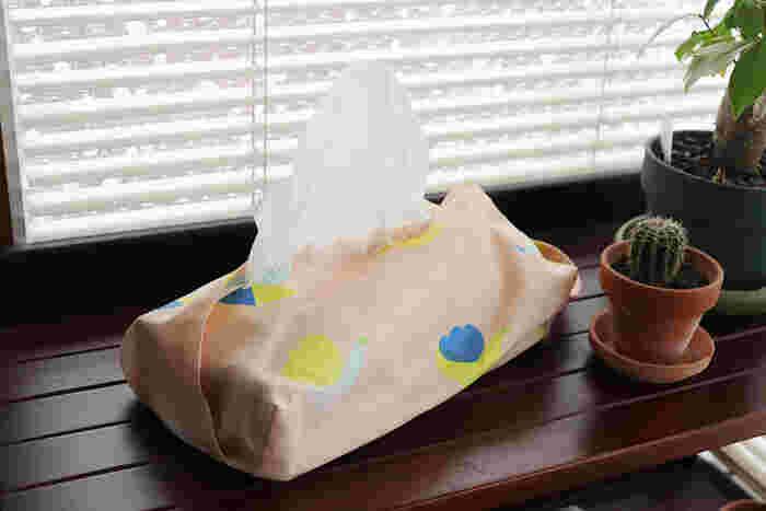 たった少しの生地、50cm×50cmの布と型紙を使えばあっという間にできちゃう簡単レシピ。取っ手付きにもできるので、ぜひトライしてみて♪