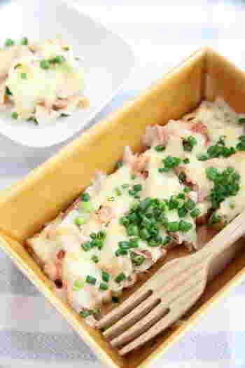 厚揚げにチーズとツナを乗せてトースターでチン♪ヘルシーだけど食べごたえ十分なのできっと満足出来るはず。